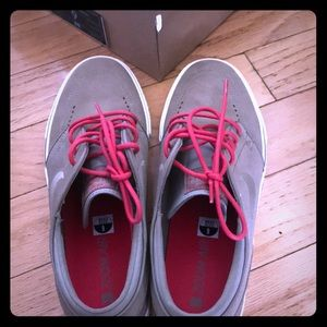 Nike Zoom Stephan Janoski khaki/khaki-hyper red